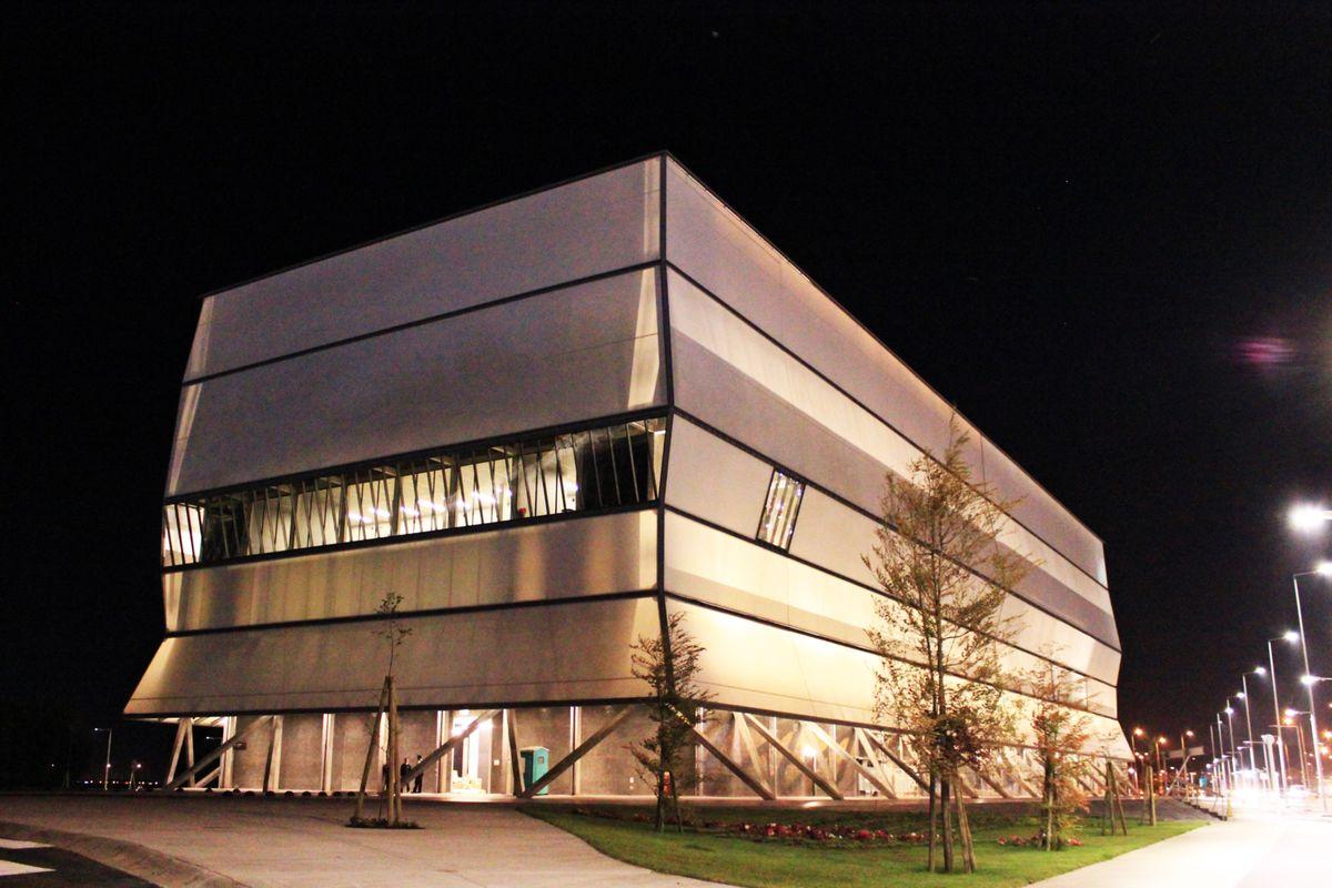 fachada textil teatro regional